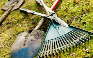 Cleaning up garden tools for the winter