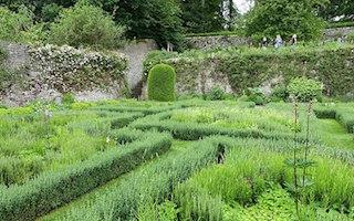 8 gorgeous garden visiting blogs