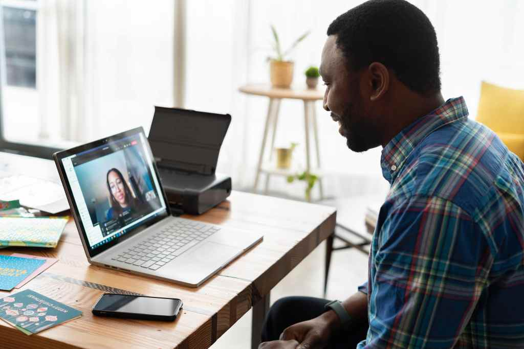 An image shows two individuals during virtual career guide meeting