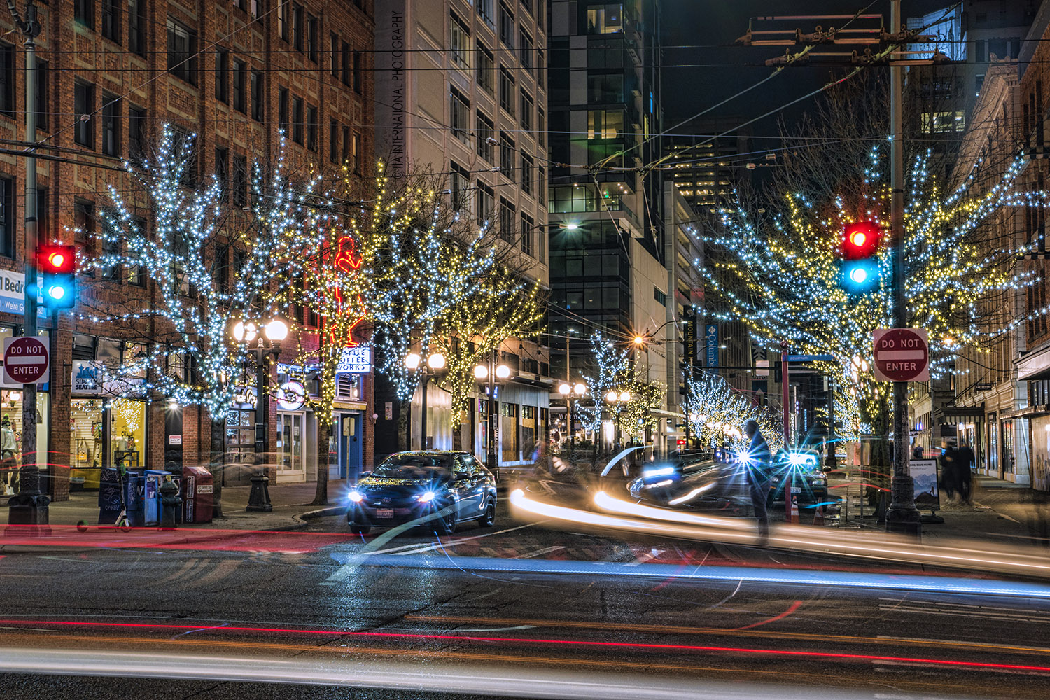 The intersection of First Avenue & Pine Street in downtown Seattle. (December 17, 2020).