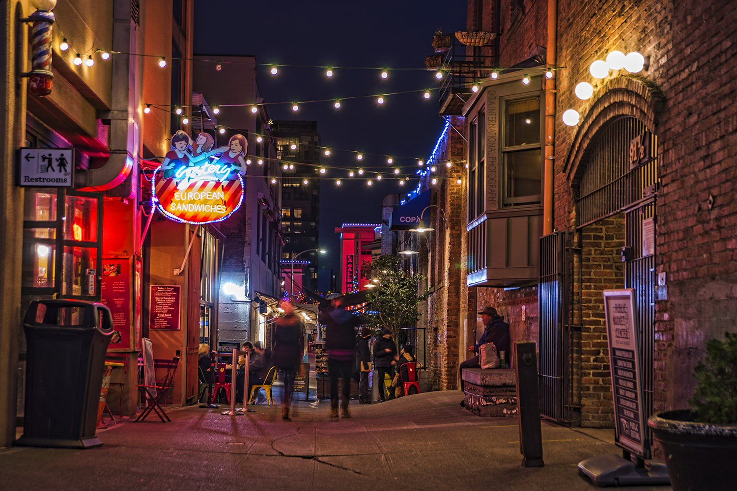 Post Alley during the holiday season. Downtown Seattle. (December 18, 2020)