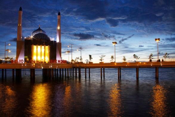 Masjid-Terapung-Amirul-Mukminin-Makassar
