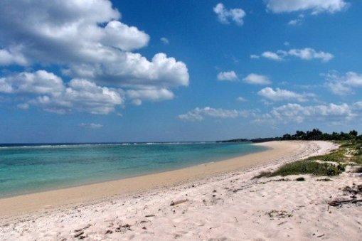Pantai Pulau Ndana via ichimeta.wordpress.com