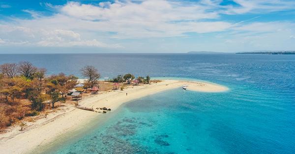 Tempat Wisata di Mataram - Pulau Moyo