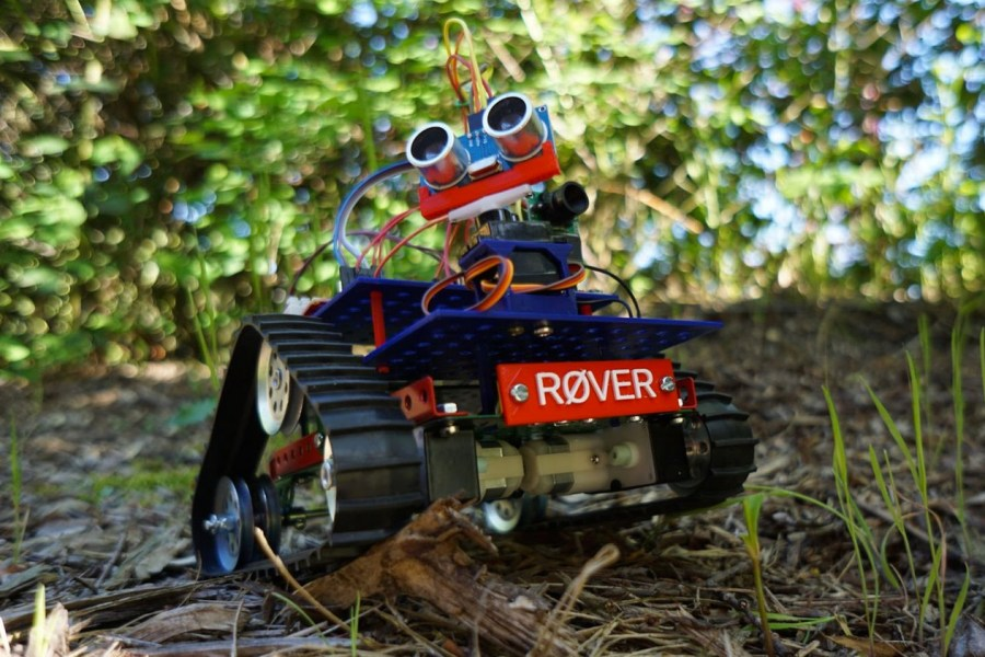 Conquer The Dark Side Challenge With This Arduino-based Rover