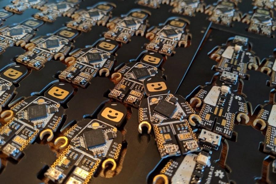 Mini SAM M4 Development Board Combines LEGO and Hardware