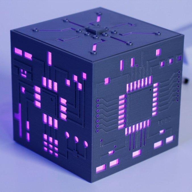 Blog do Tindie | Lâmpada da caixa mãe permite adicionar um toque de Cyberpunk à sua sala de estar 1