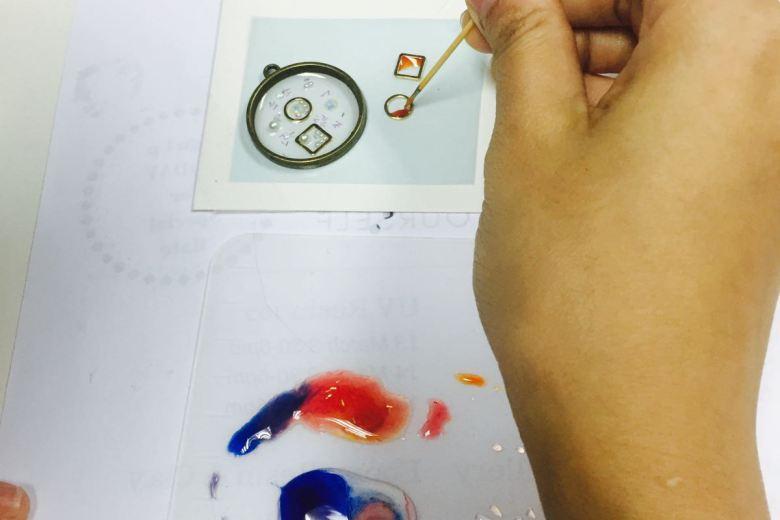 Tiny Rabbit Hole – Odoroki Studio Resin Colourful Rainbow Unicorn Epoxy UV lamp Craft