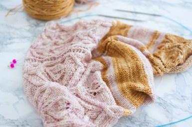 La dentelle estonienne est la seule chose que je tricote avec du métal. Qui refuserait de vraies pointes lorsque noppes et points en étoile sont au menu?
