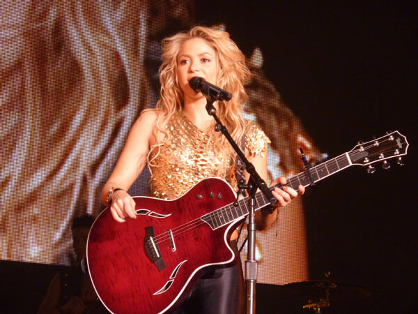 How Celebrities Learn English  Shakira Schwarzenegger Penelope Cruz