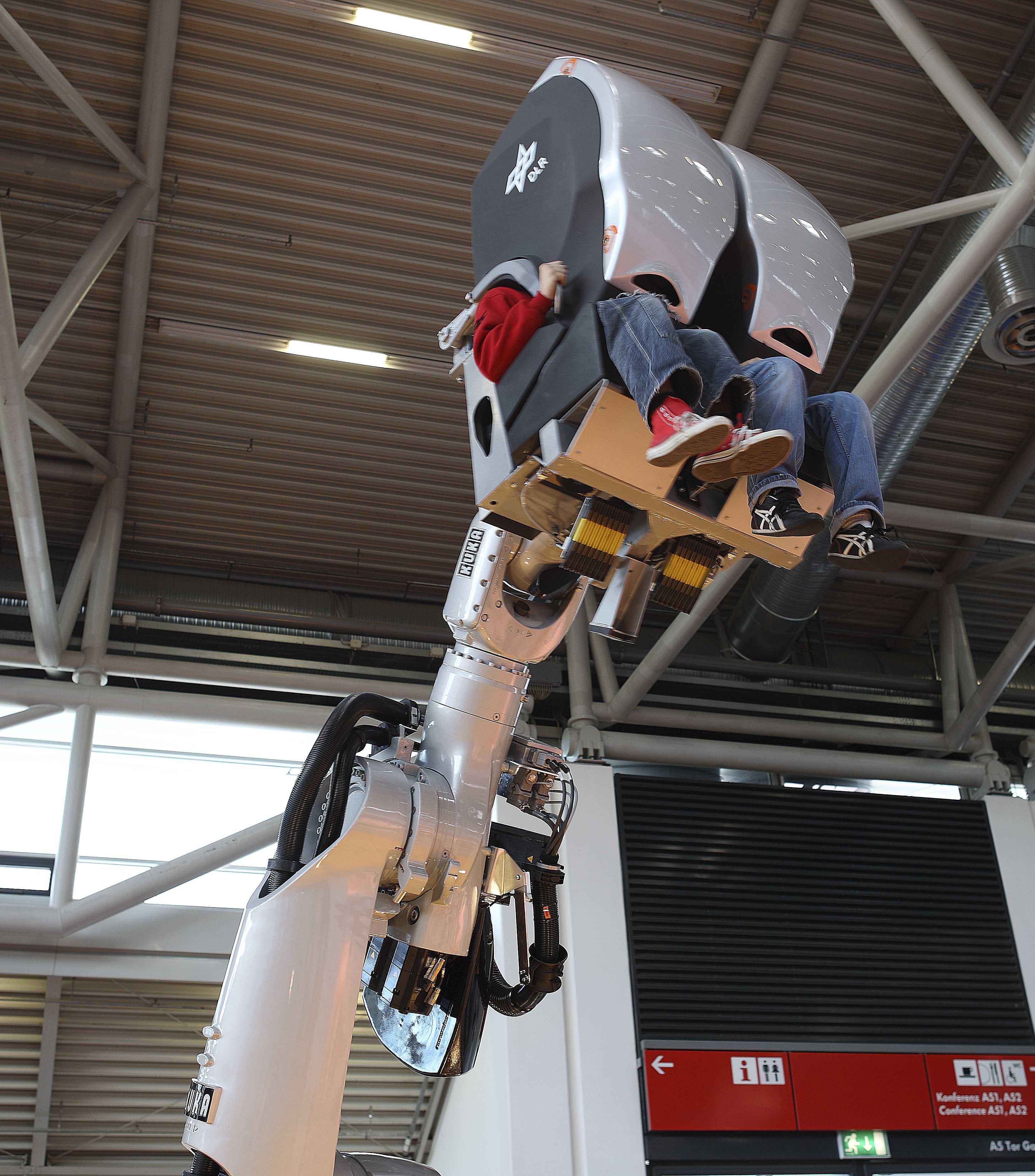 hydraulic racing simulator chair chicco high chairs replacement covers kuka robotics 39 robosim 4 d