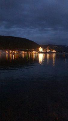 Rijeka am Abend