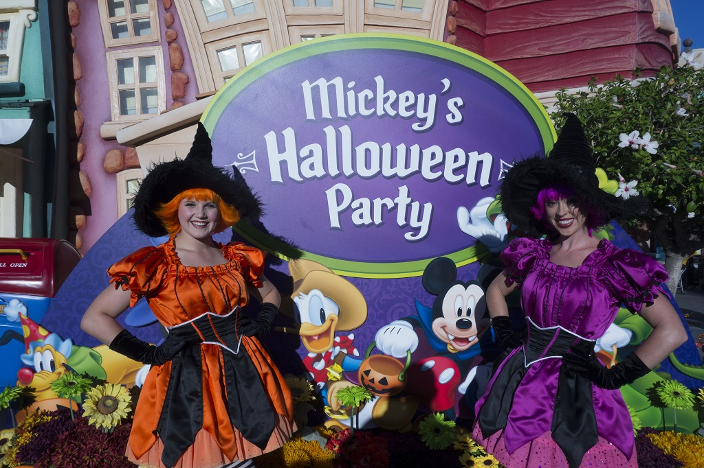 The event officially starts at 7pm, but you can enter magic kingdom before then (around 4pm). Updated What To Expect From 2015 Mickey S Halloween Party At Disneyland Touringplans Com Blog