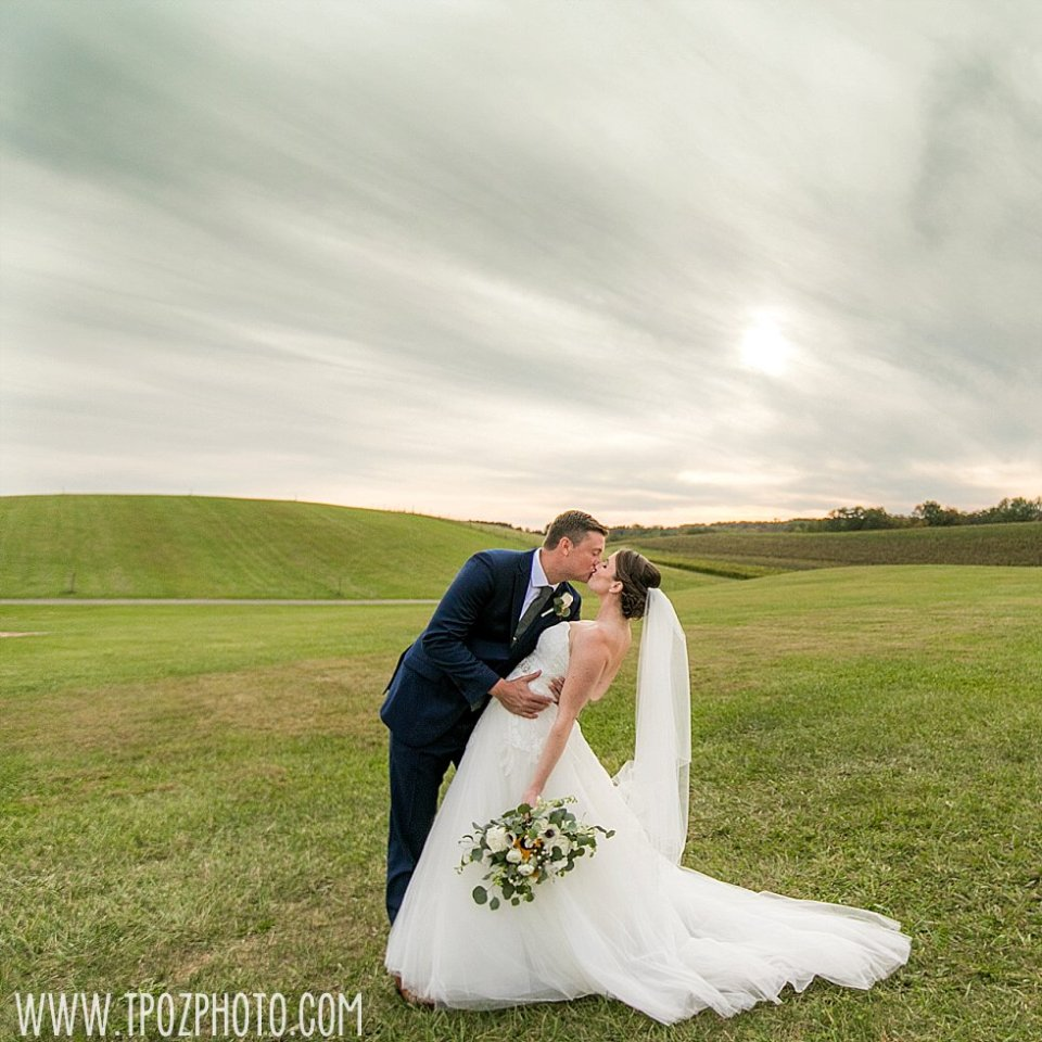 Linganore Winecellars Wedding || tPoz Photography || www.tpozphoto.com