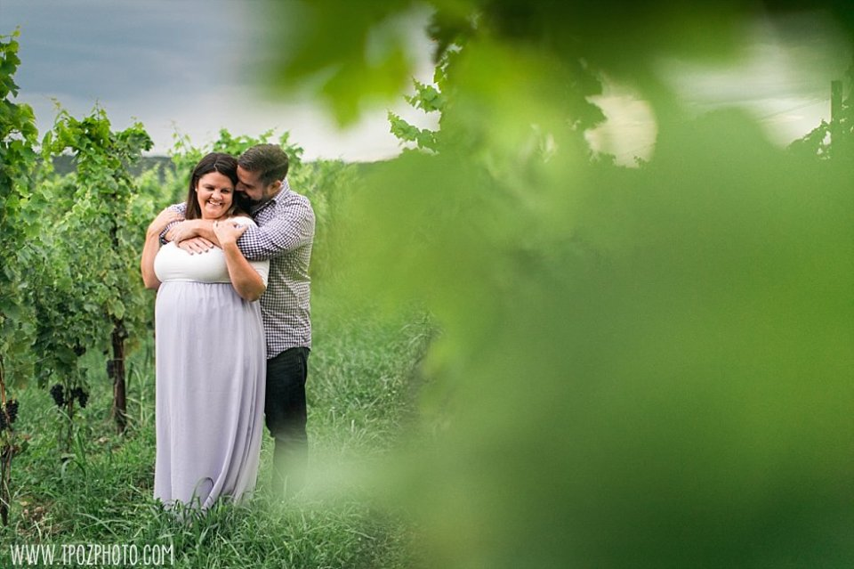 Black Ankle Winery Maternity Session || tPoz Photography || www.tpozphoto.com