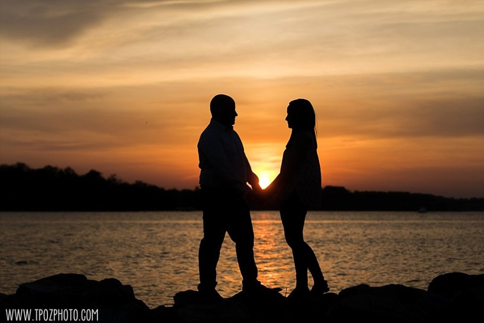 Sunset at Jonas Green Park Annapolis Engagement Photos || tPoz Photography || www.tpozphoto.com