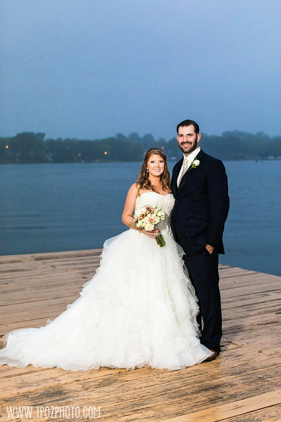 Rainy Wedding at Bleue's on the Water || tPoz Photography || www.tpozphoto.com