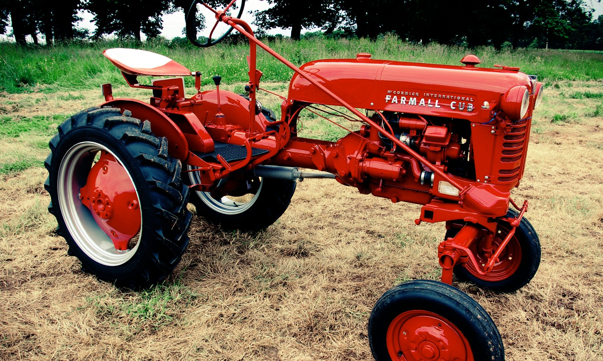hight resolution of a tractor is a vehicle that is designed especially in order to deliver high tractive effort also referred to as torque at slow speeds