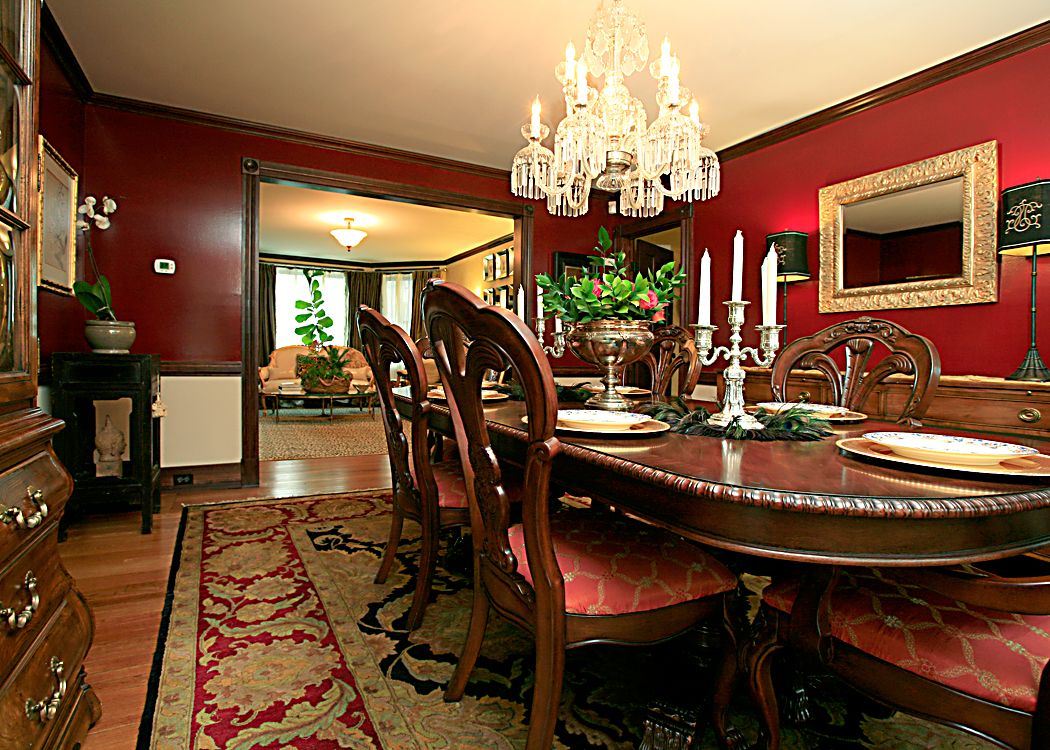 Dining Room Decorating: Blue Or Red?
