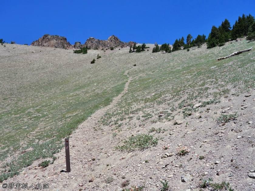 Lassen Peak trail 1