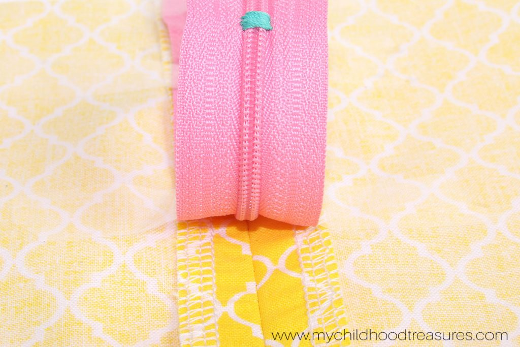 How to Use a Zipper Foot - Place