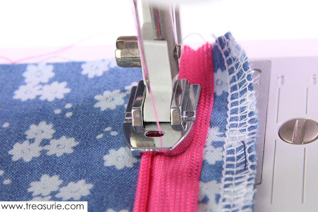 Invisible zipper foot