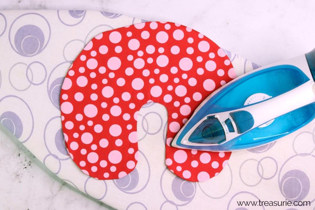 Diy Travel Pillow Neck Pillow Free Pattern Treasurie