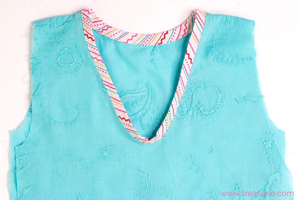 How to Sew a V Neck with Bias Tape Stitching