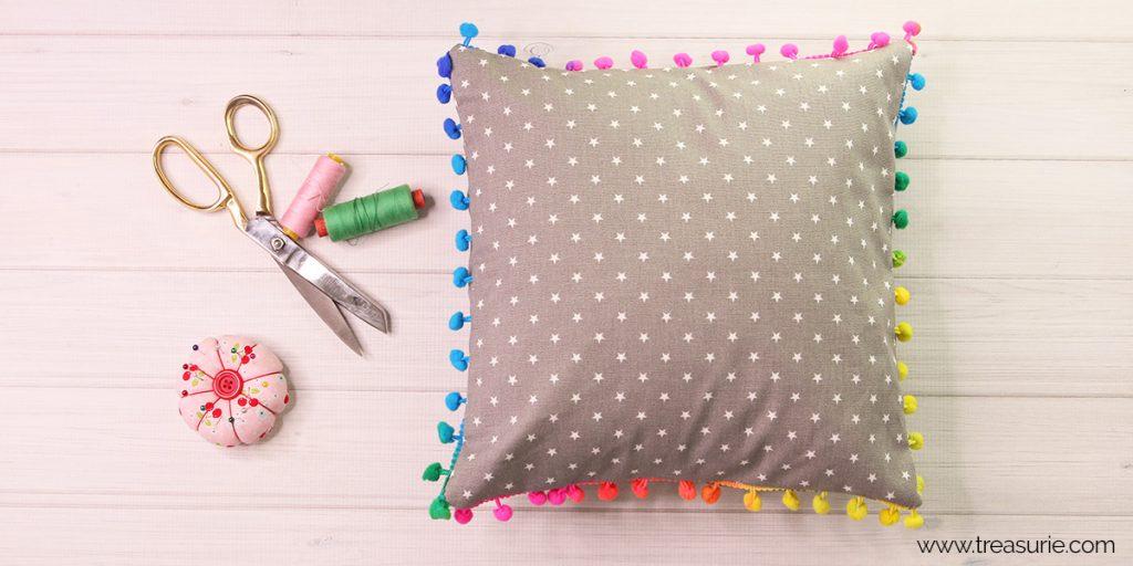 pom pom pillows tutorial