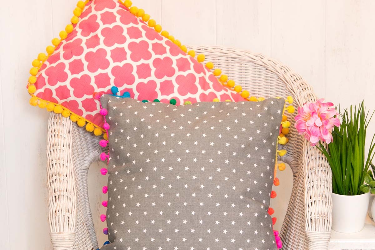 Pom Pom Pillows DIY Tutorial