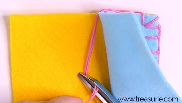 Changing thread with blanket stitch