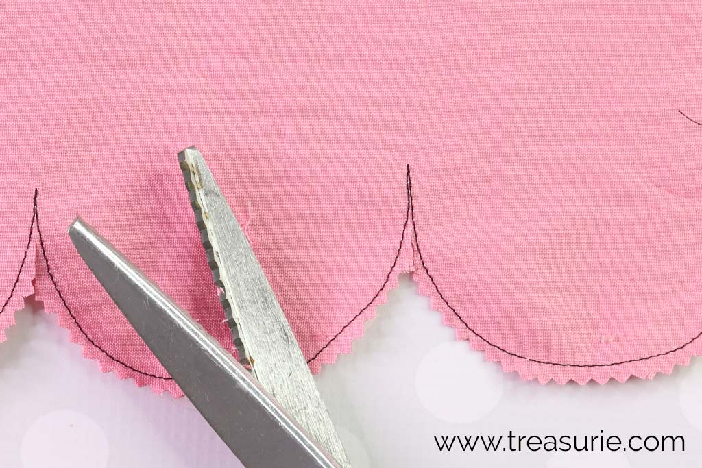 Scalloped Edges - Clipping with Pinking Shears