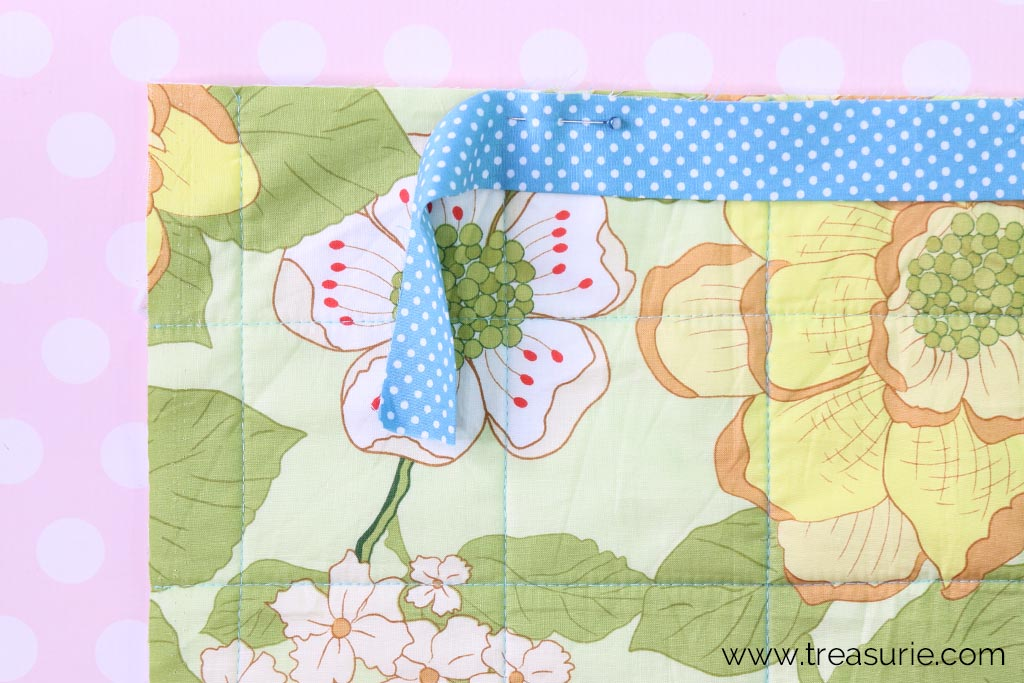 How to Bind a Quilt - Start Pinning the Binding