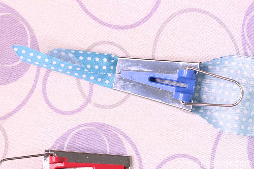 How to Use a Bias Tape Maker - Pull