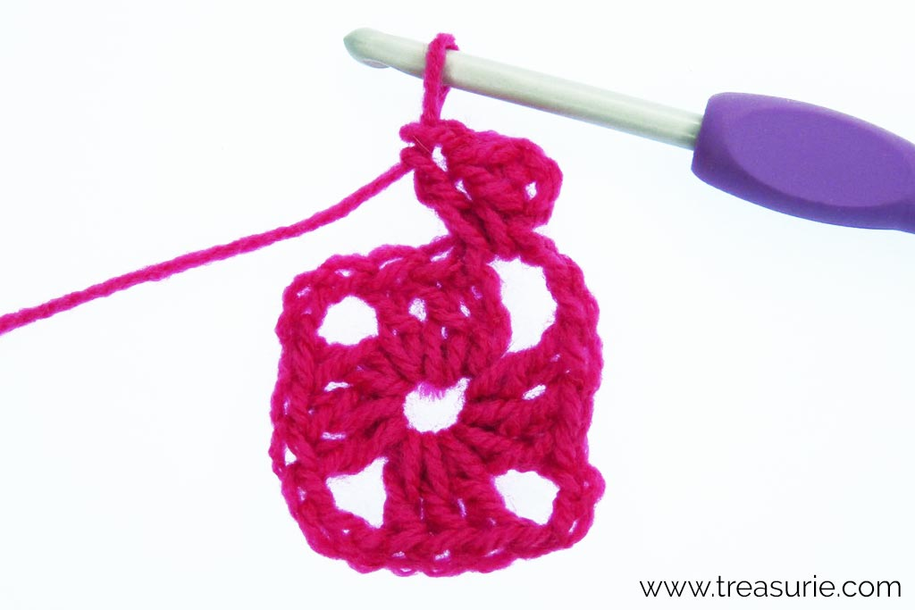 How to Crochet a Granny Square - 4 ch + 2dc