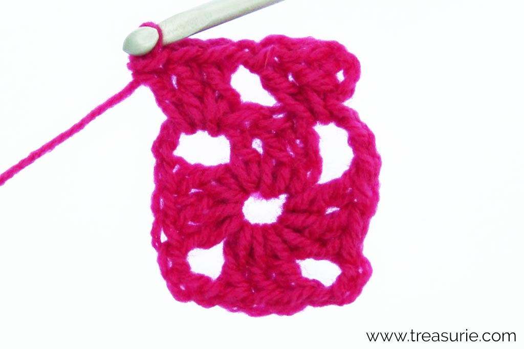 How to Crochet a Granny Square - 1 ch + 3dc