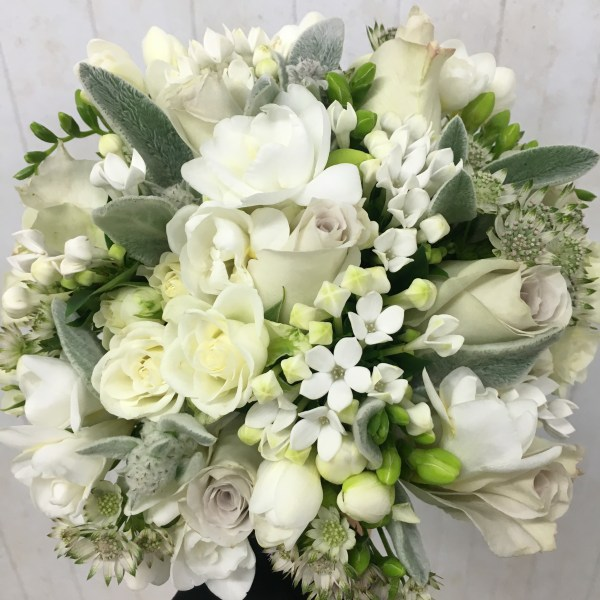 A Classic, White Bouquet oozing with Vintage Elegance