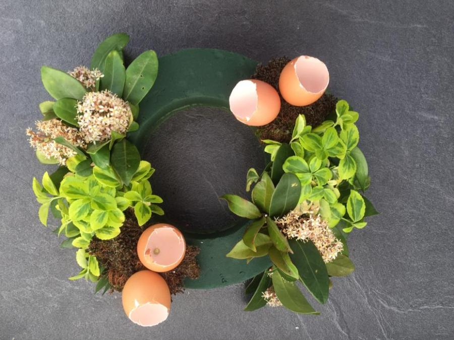 Easter Table Arrangement for your Easter Feast Celebrations