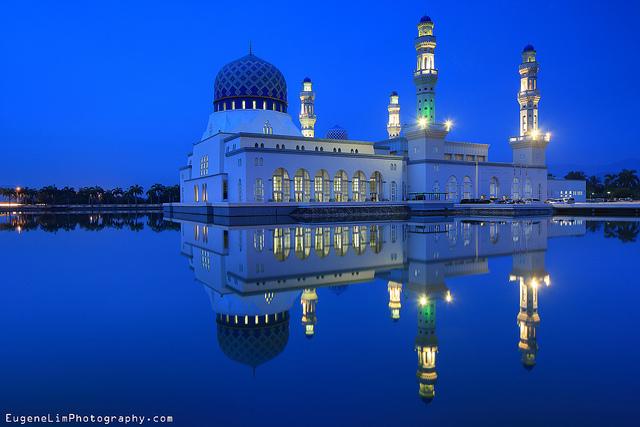 ▲馬來西亞自由行注意事項-景點水上清真寺。(圖/攝影者:Eugene Lim, Flickr CC License)