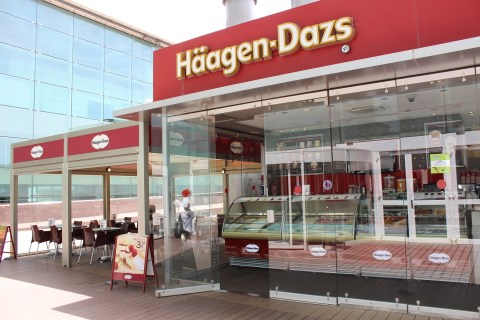 Haagen Dazs Outside Barcelona Airport