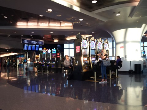 (LAS) McCarran International Airport #Layovertip - Slots