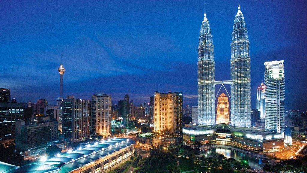 Visit the Petrona towers and head to the top for a stunning view of the KL skyline, perhaps one of the coolest activities in KL