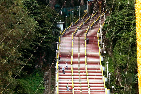 There many Things to do in KL and Batu Caves should on top of your list.