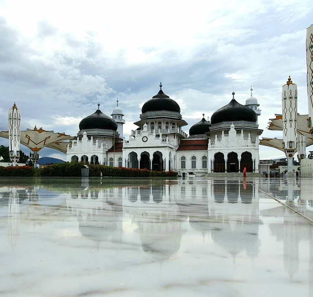 Baiturrahman Grand Mosque is a Mosque located in the center of Banda Aceh city, Aceh Province.