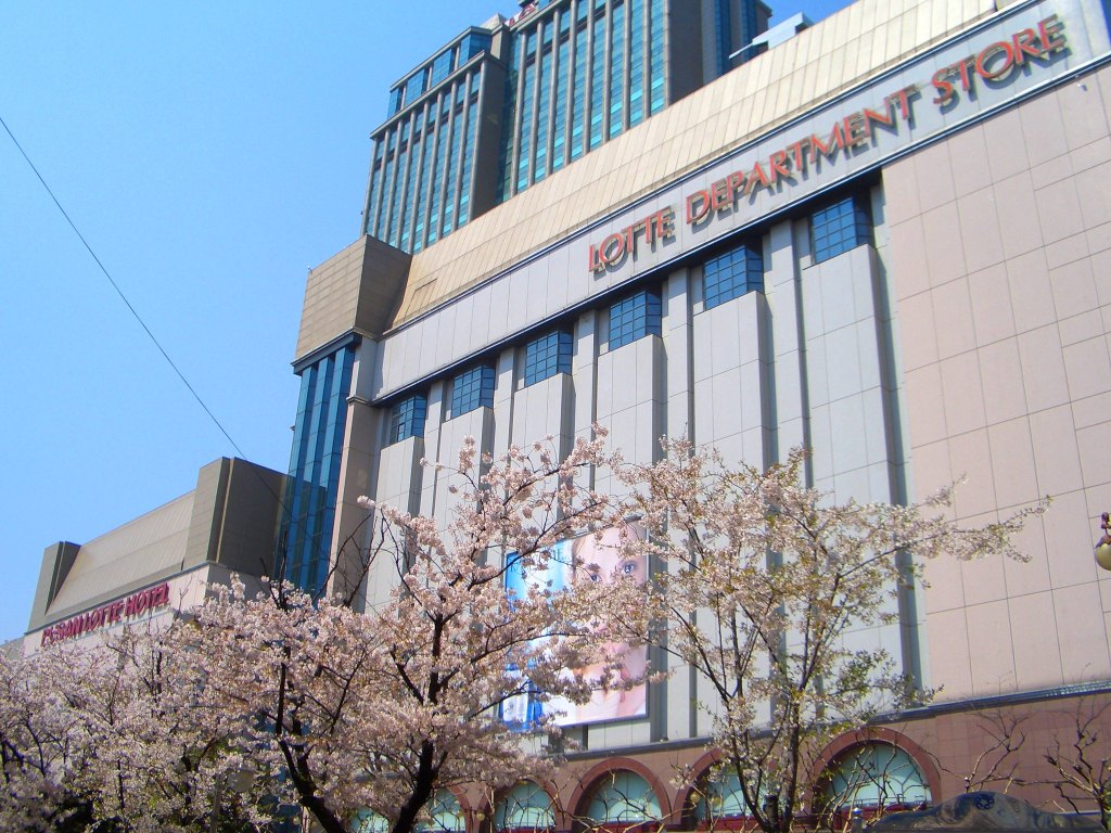 This is the largest youth-oriented shopping comple in Busan