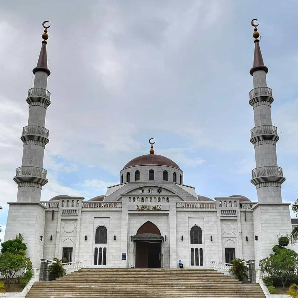 Al-Serkal mosque is the main mosque in Phnom Penh, Cambodia for fellow muslim to pray