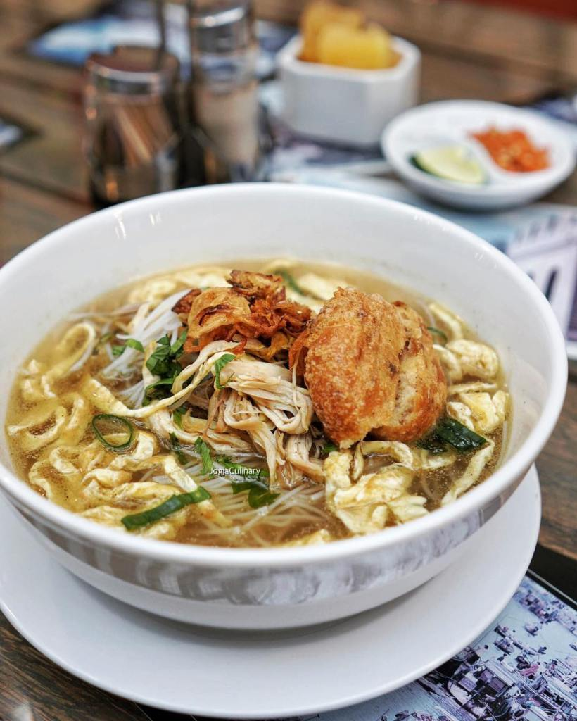 Chicken soto with noodles