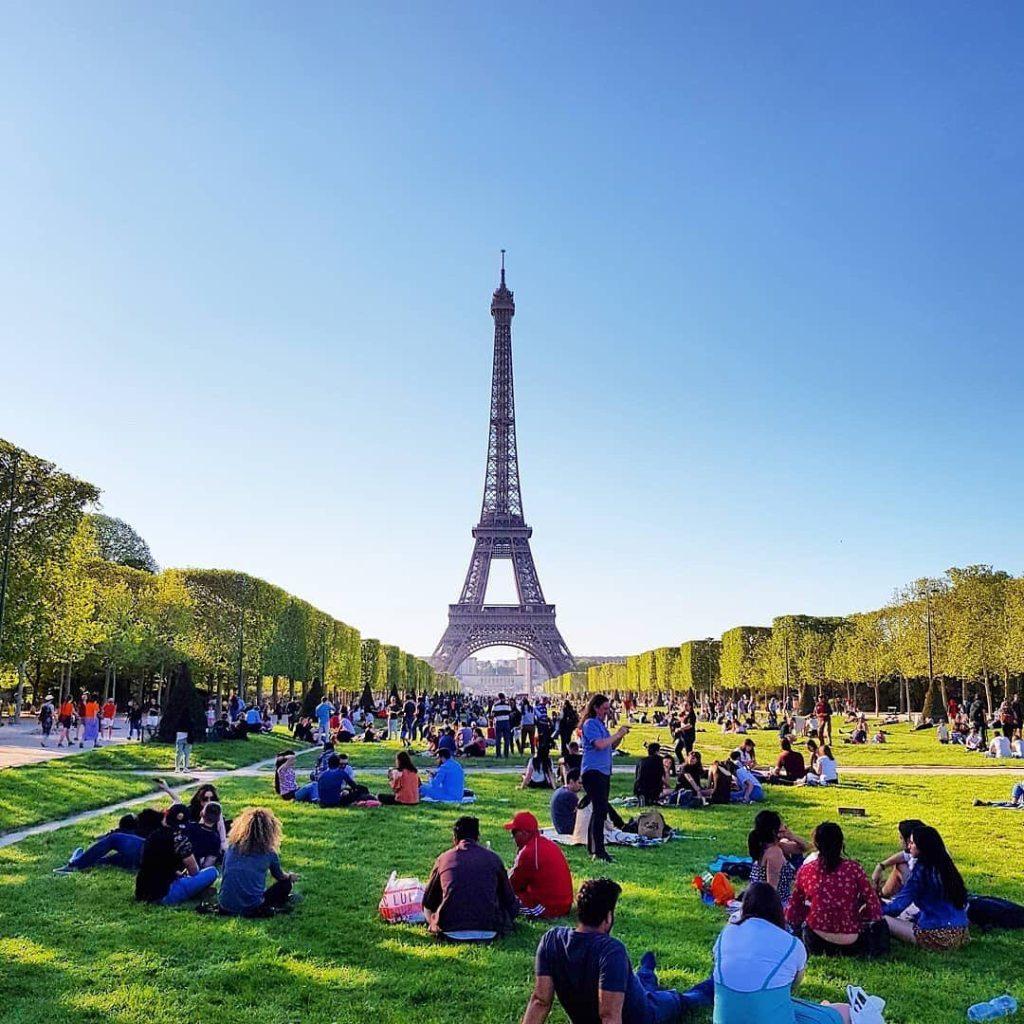 Eiffel Tower bangunan yang cukup terkenal di Paris