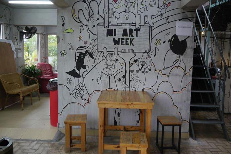 Abby by the River memaparkan pelbagai doodle di dinding hotel