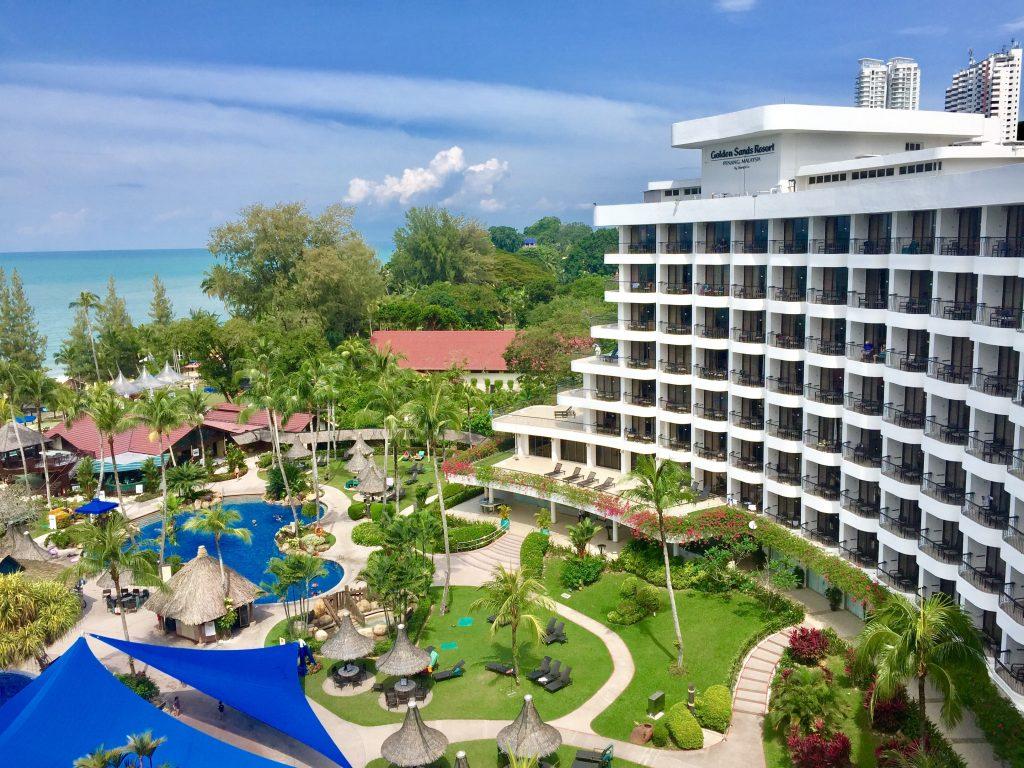 Golden Sands Resort yang menghadap pantai